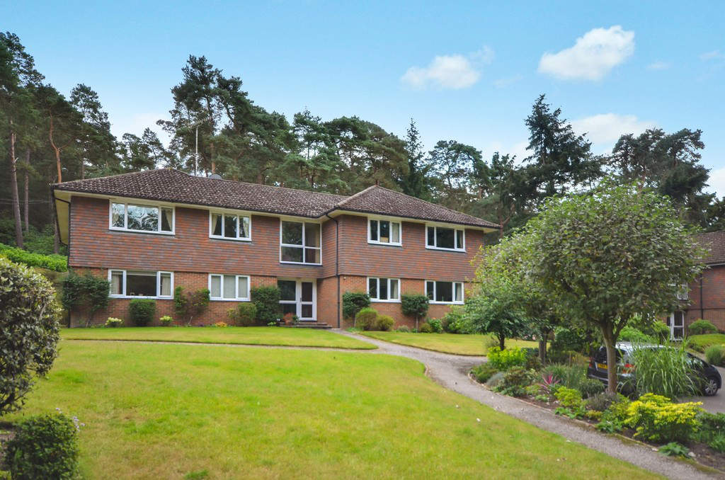 Houses for sale in Woking, Bourne 2