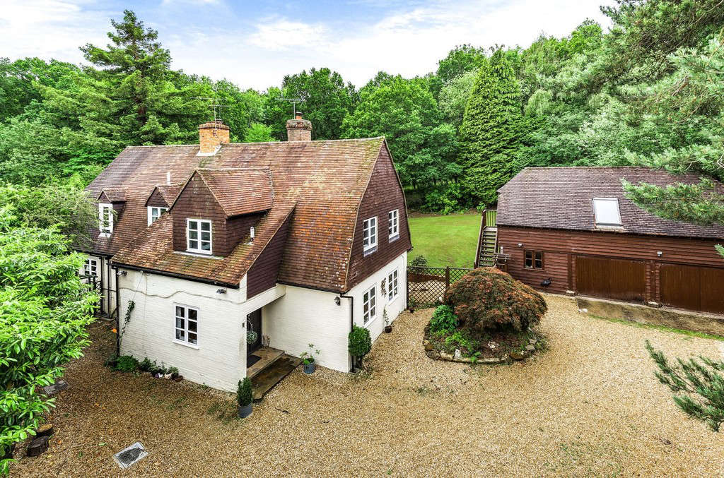 Houses for sale in Woking, Bourne 4