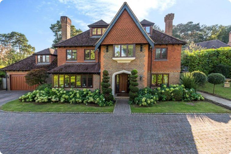 Houses for sale in Woking, Curchods 2