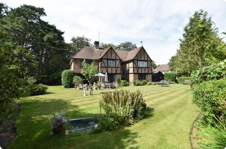 Houses for sale in Woking, Curchods